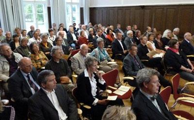 Teilnehmer einer Veranstaltung im Festsaal